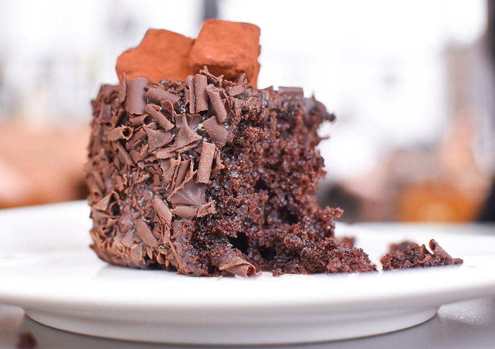 Italian GNUGNU Chocolate Cake